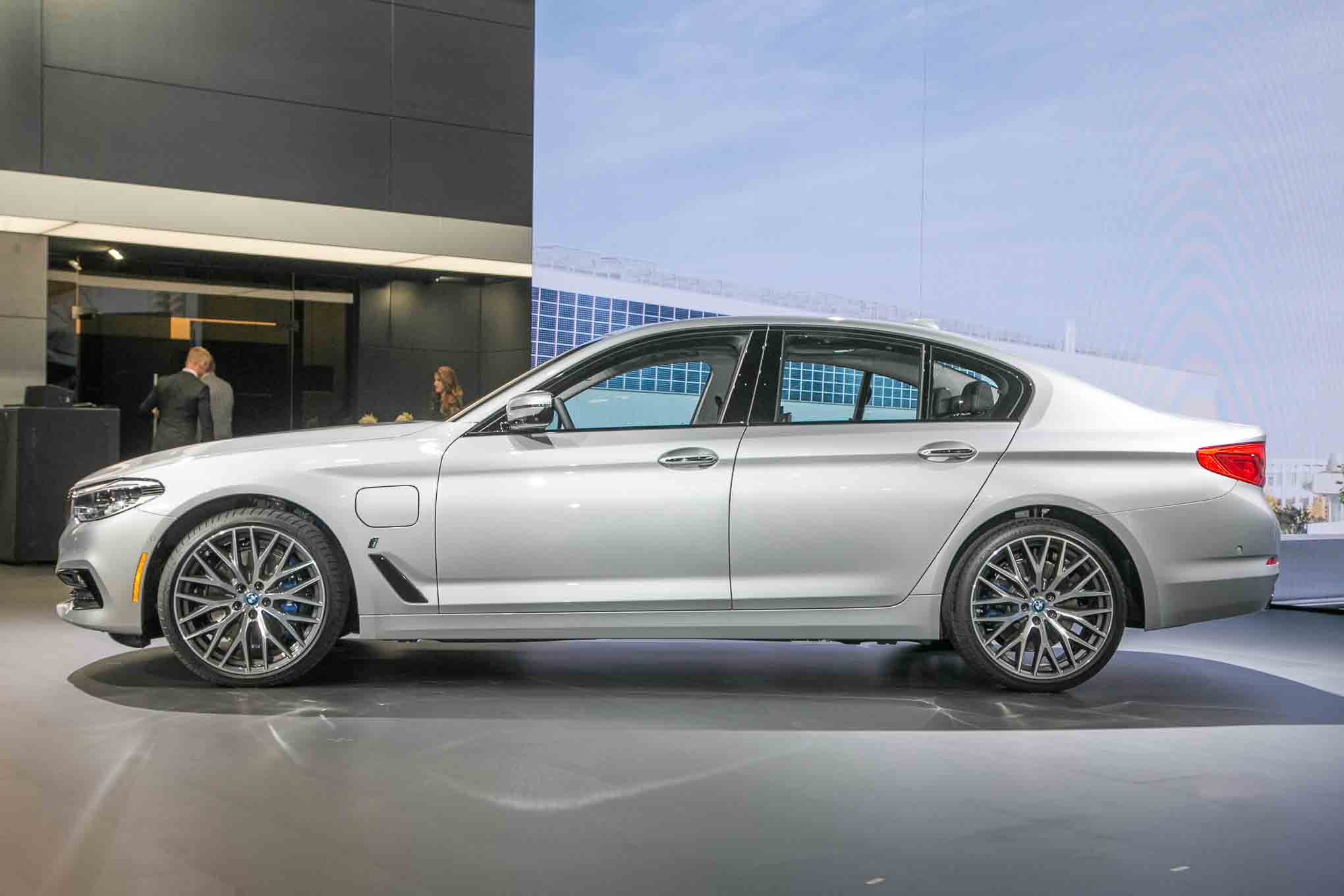 bmw launches 530e iperformance m550i xdrive for 2018 autos post. Black Bedroom Furniture Sets. Home Design Ideas