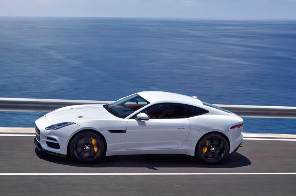 2018-Jaguar-F-Type-side-in-motion-02-33
