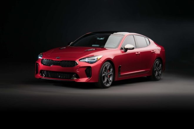 2018 Kia Stinger GT front three quarter 02