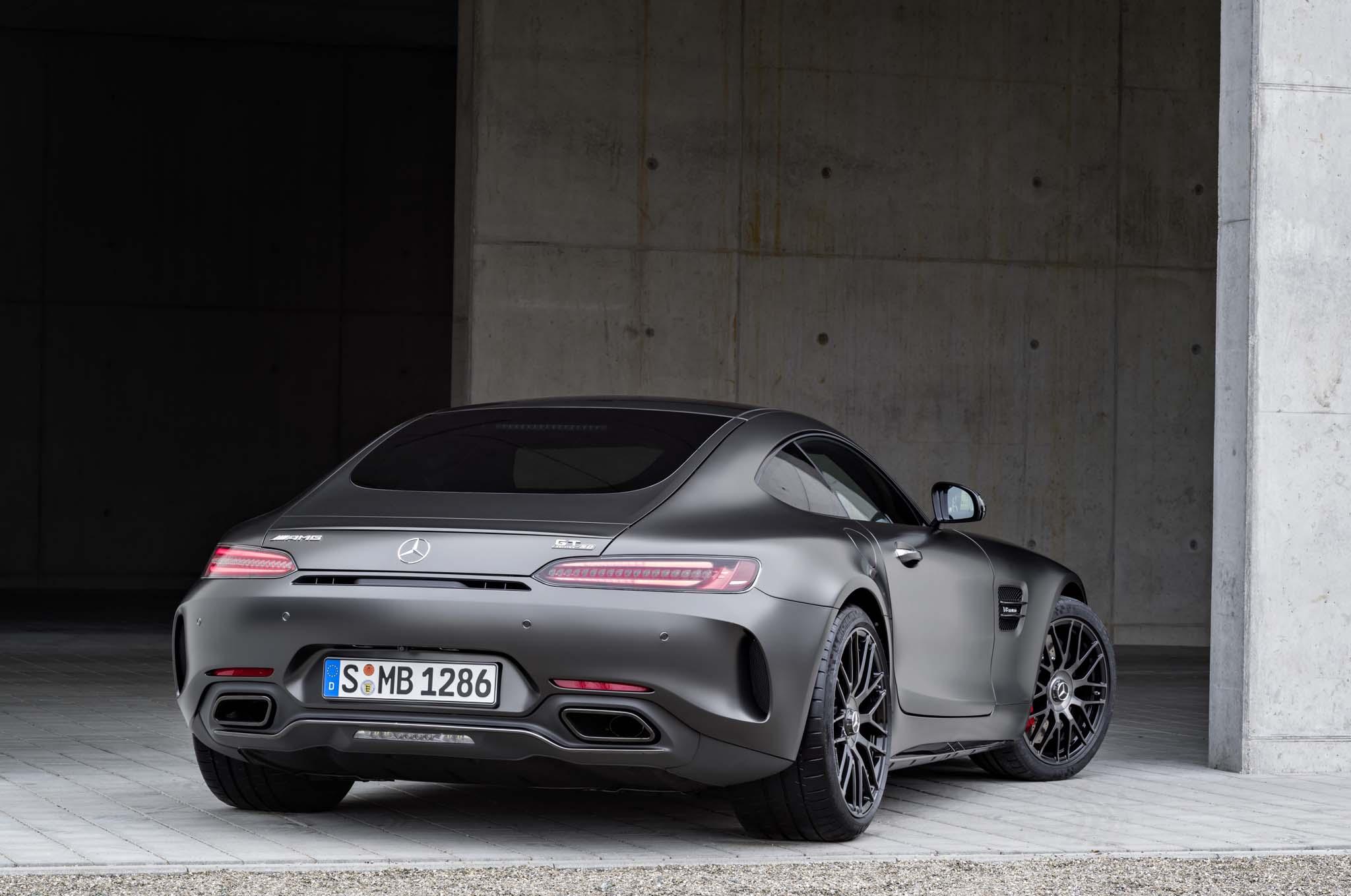 http://st.automobilemag.com/uploads/sites/11/2017/01/2018-Mercedes-AMG-GT-C-Coupe-Edition-50-rear-end.jpg