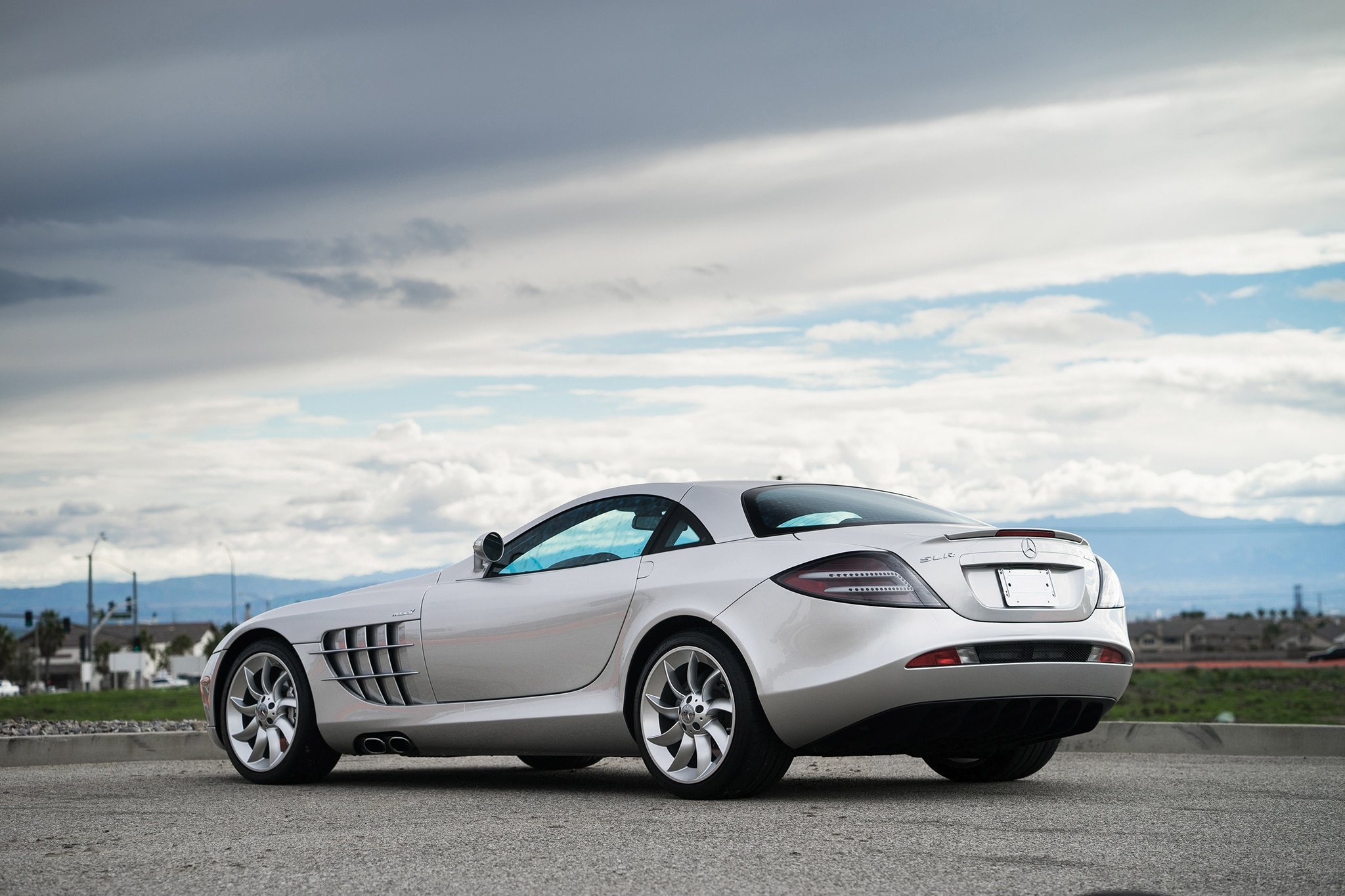 Just listed 2006 mercedes benz slr mclaren coupe for Mercedes benz slr mclaren price