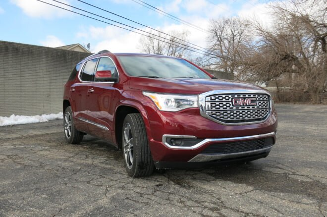 2017 GMC Acadia AWD V6 Front Three Quarter 03 660x438