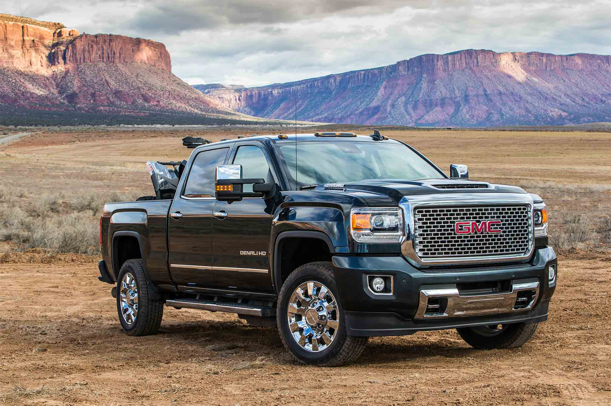 2017 GMC Sierra 2500 Denali HD Front Three Quarter 09