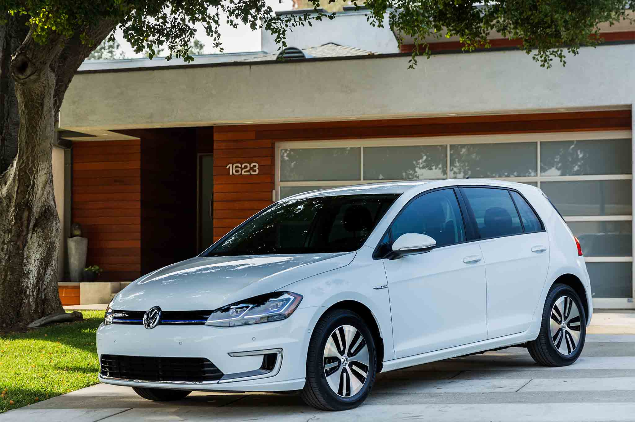2017 volkswagen e golf first drive review automobile magazine. Black Bedroom Furniture Sets. Home Design Ideas