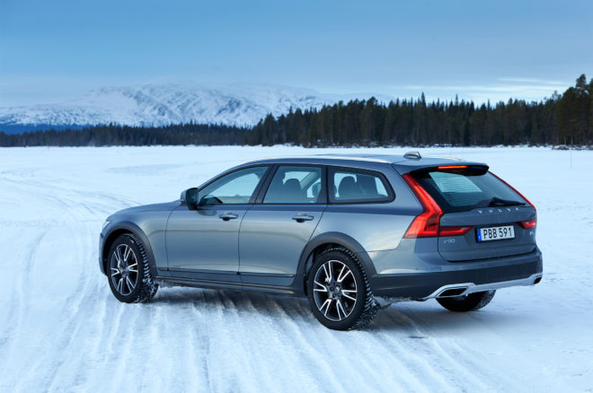 2017 Volvo V90 Cross Country rear three quarter 02