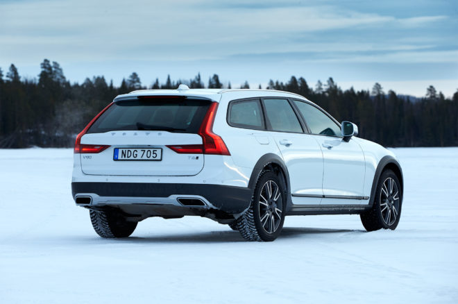 2017 Volvo V90 Cross Country rear three quarter 03