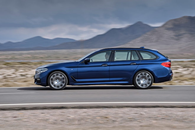 2018 BMW 5 Series Touring Moving Side 660x440