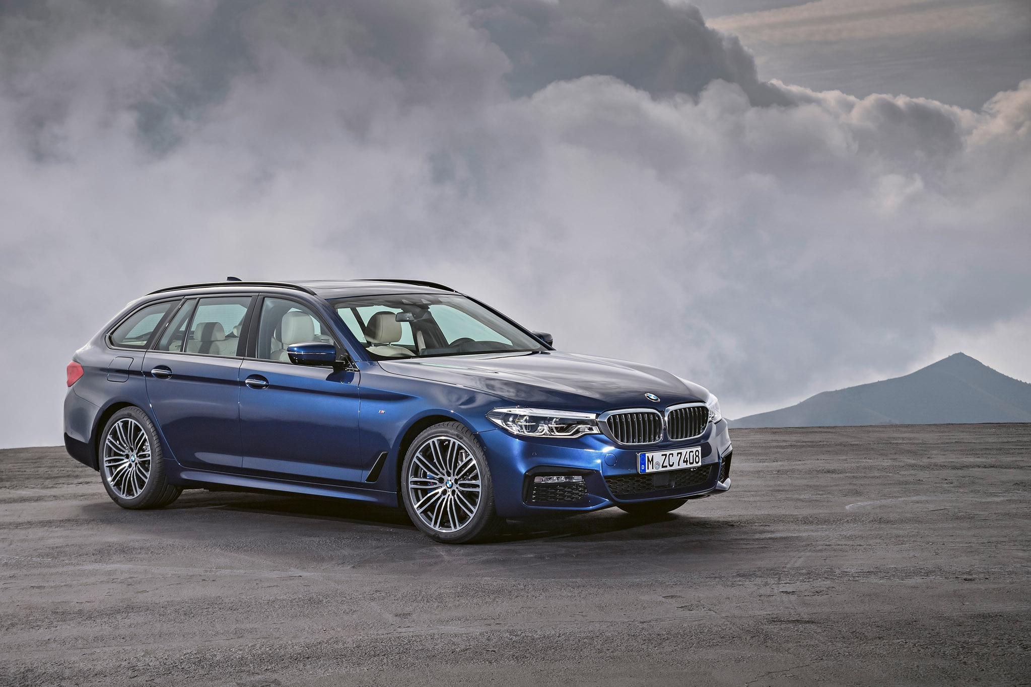 2018 bmw 5 series touring debuts automobile magazine. Black Bedroom Furniture Sets. Home Design Ideas
