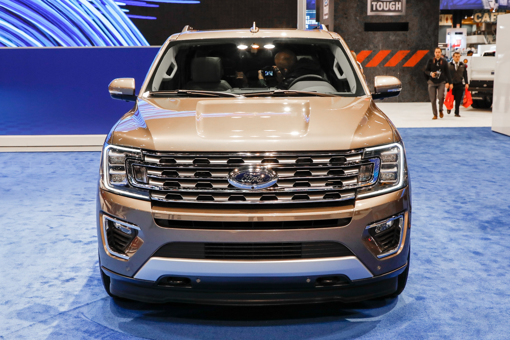 2018 ford expedition can pull two fullsize pickups automobile magazine. Black Bedroom Furniture Sets. Home Design Ideas