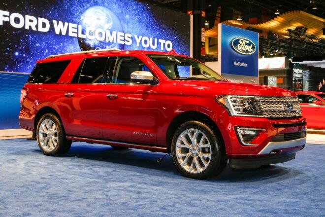 2018 Ford Expedition Platinum Front Three Quarter 660x440