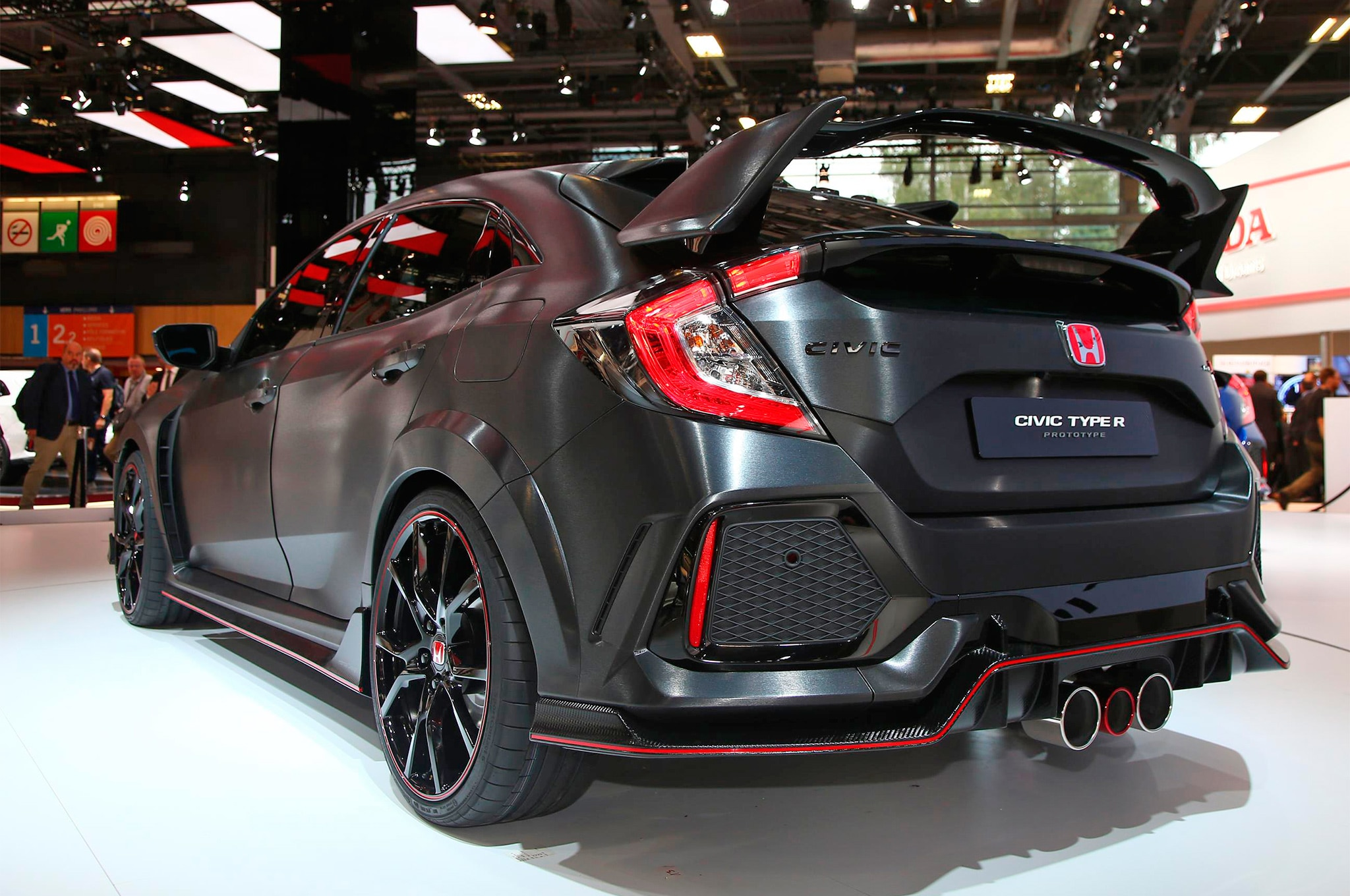 six tech details on the 2017 honda civic type r to geek. Black Bedroom Furniture Sets. Home Design Ideas