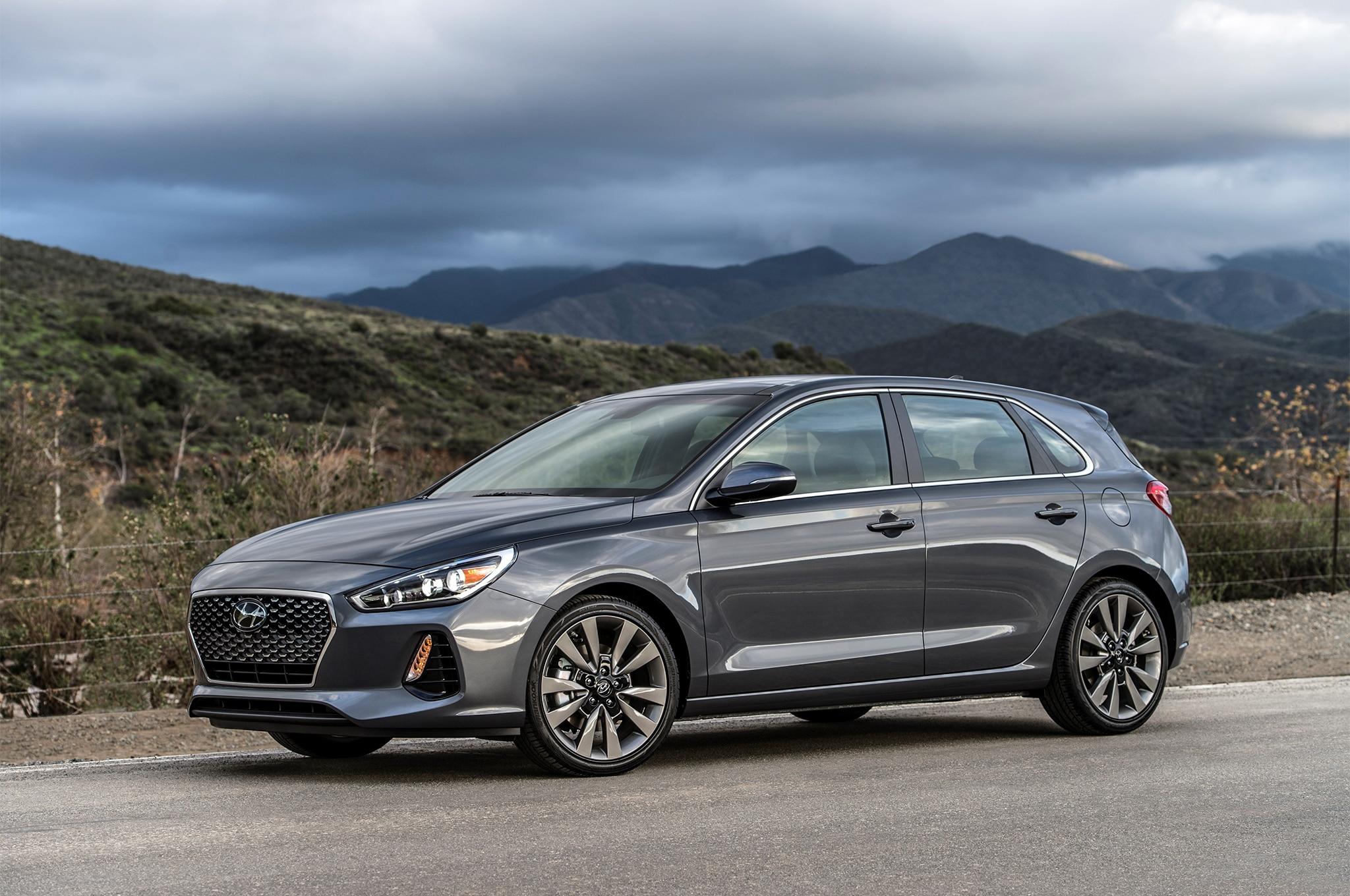 2018-Hyundai-Elantra-GT-front-three-quar