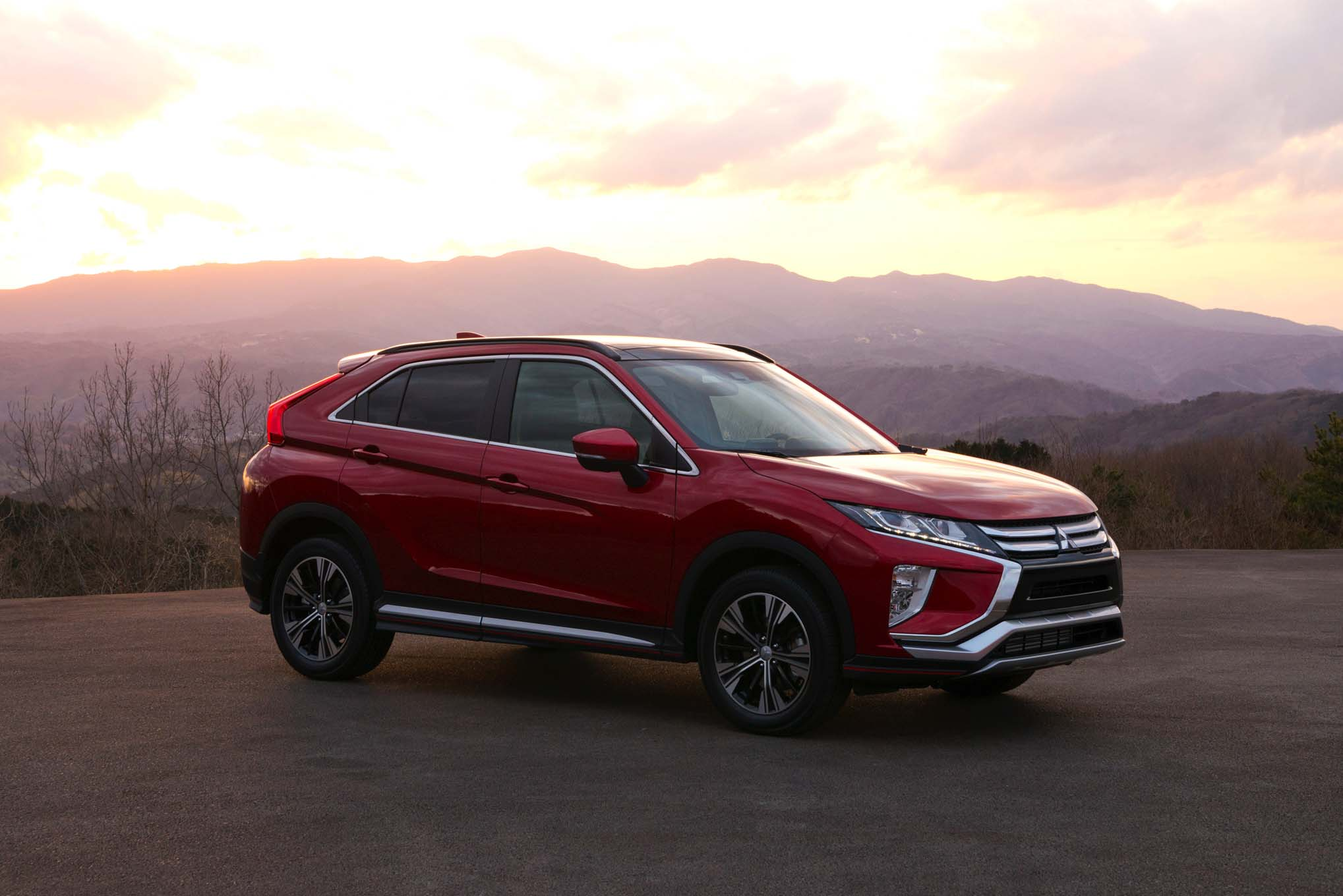 2018 Mitsubishi Eclipse Cross Front Side 02 1