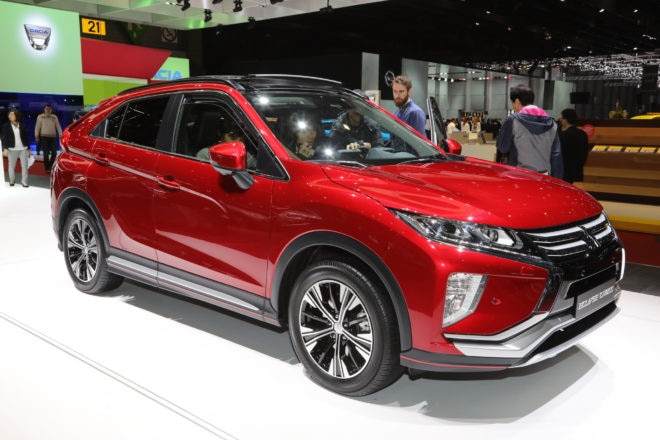 Mitsubishi Eclipse Cross front three quarter 02