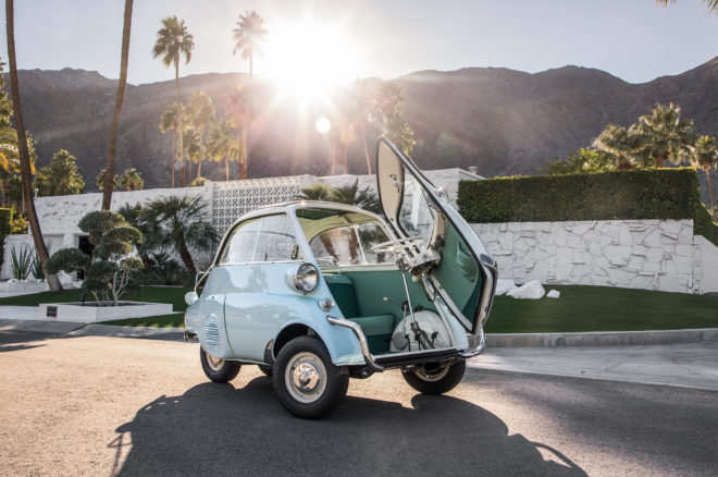 1957 BMW Isetta 300 front three quarter 01