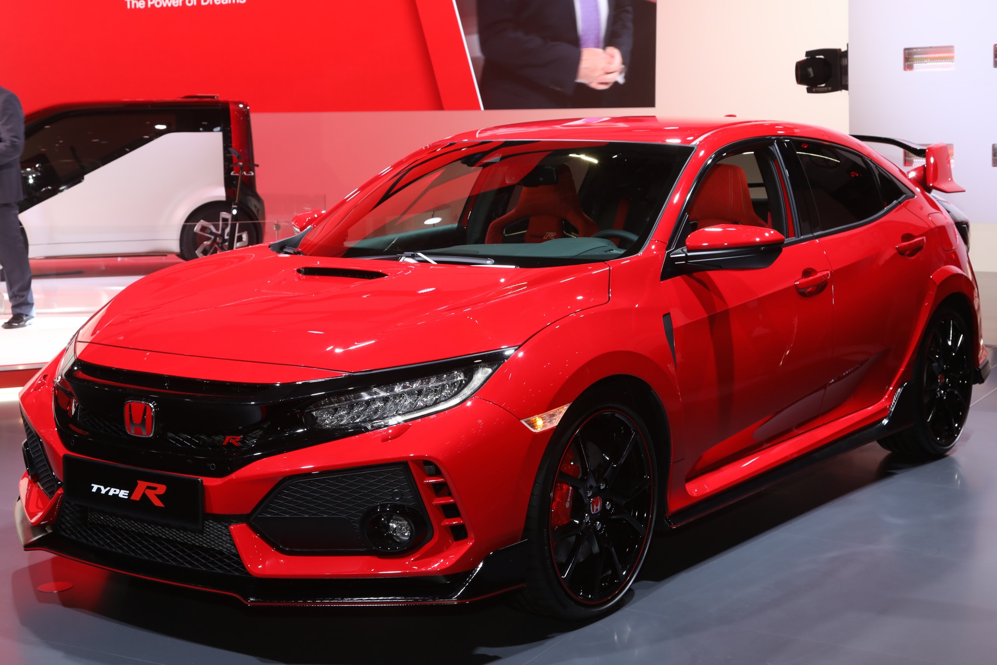 finally the 2017 honda civic type r is here automobile magazine. Black Bedroom Furniture Sets. Home Design Ideas
