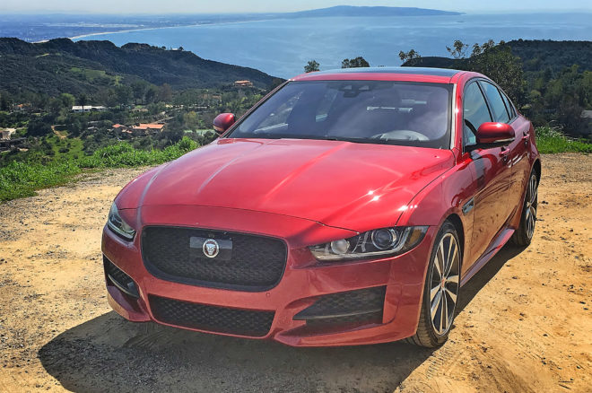 2017 Jaguar XE 35t R Sport front three quarter 01