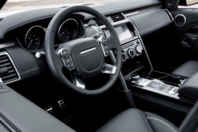2017 Land Rover Discovery interior view