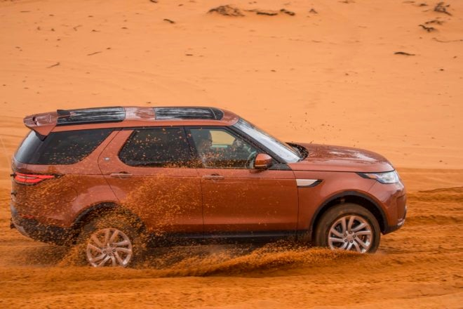 2017 Land Rover Discovery off road 20