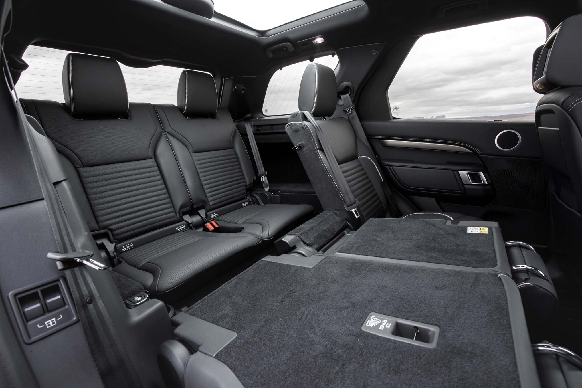 2017 land rover discovery first drive review automobile magazine. Black Bedroom Furniture Sets. Home Design Ideas