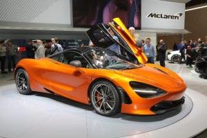 2018-McLaren-720S-front-three-quarter-02-1