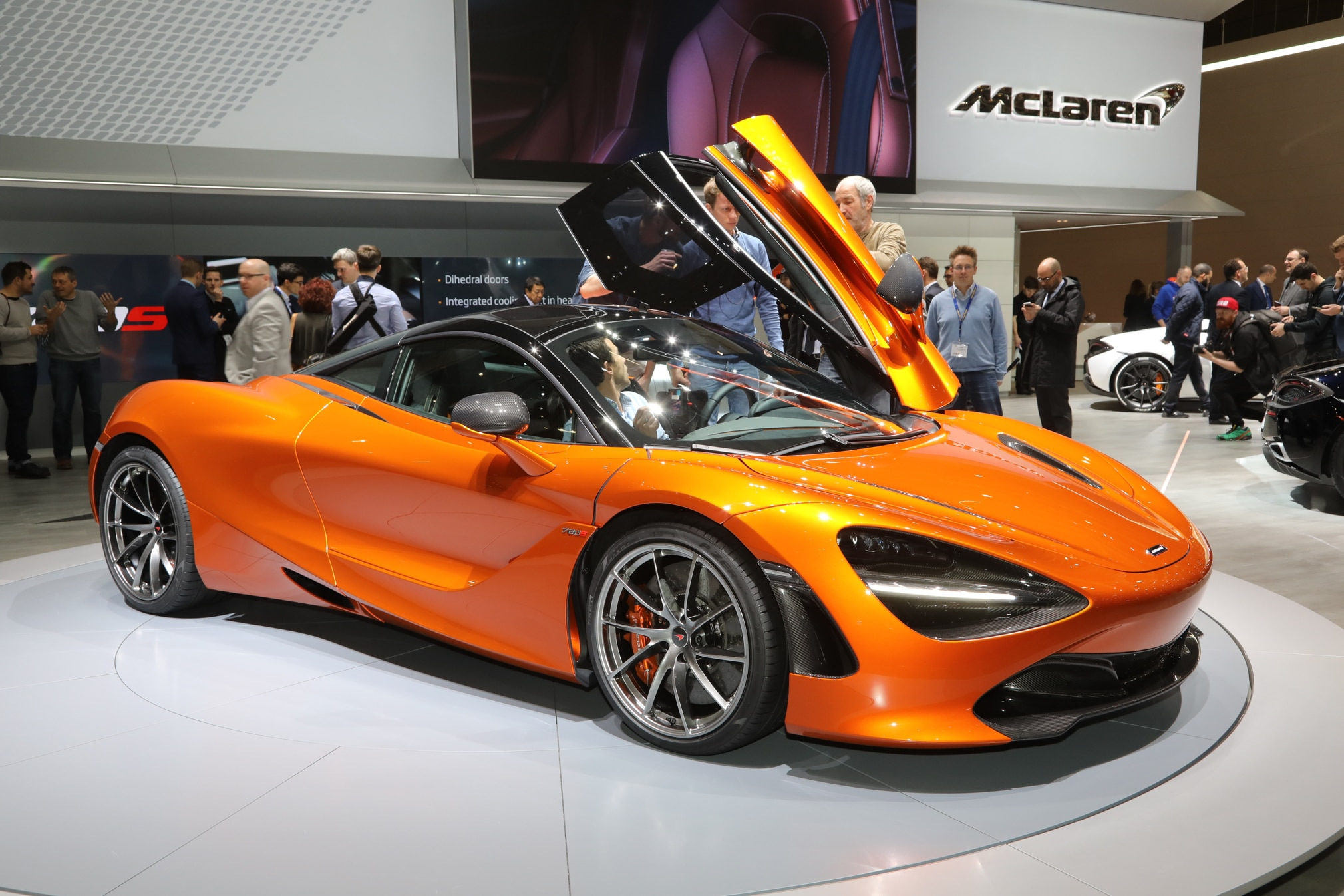 2018 McLaren 720S Front Three Quarter 02 1