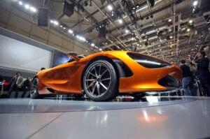 2018 McLaren 720S front wheels 02