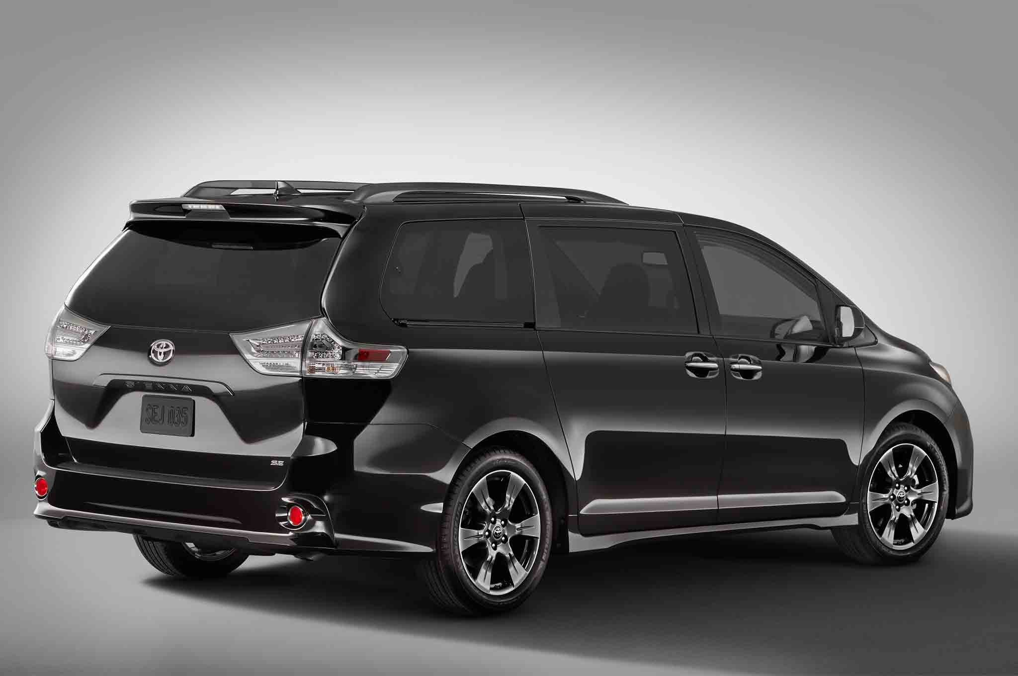 2018 toyota sienna receives a fresh look automobile magazine. Black Bedroom Furniture Sets. Home Design Ideas