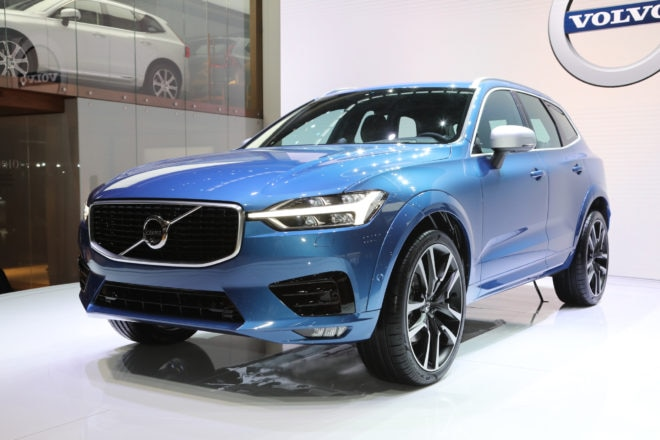 2018 Volvo XC60 T5 Inscription front three quarter