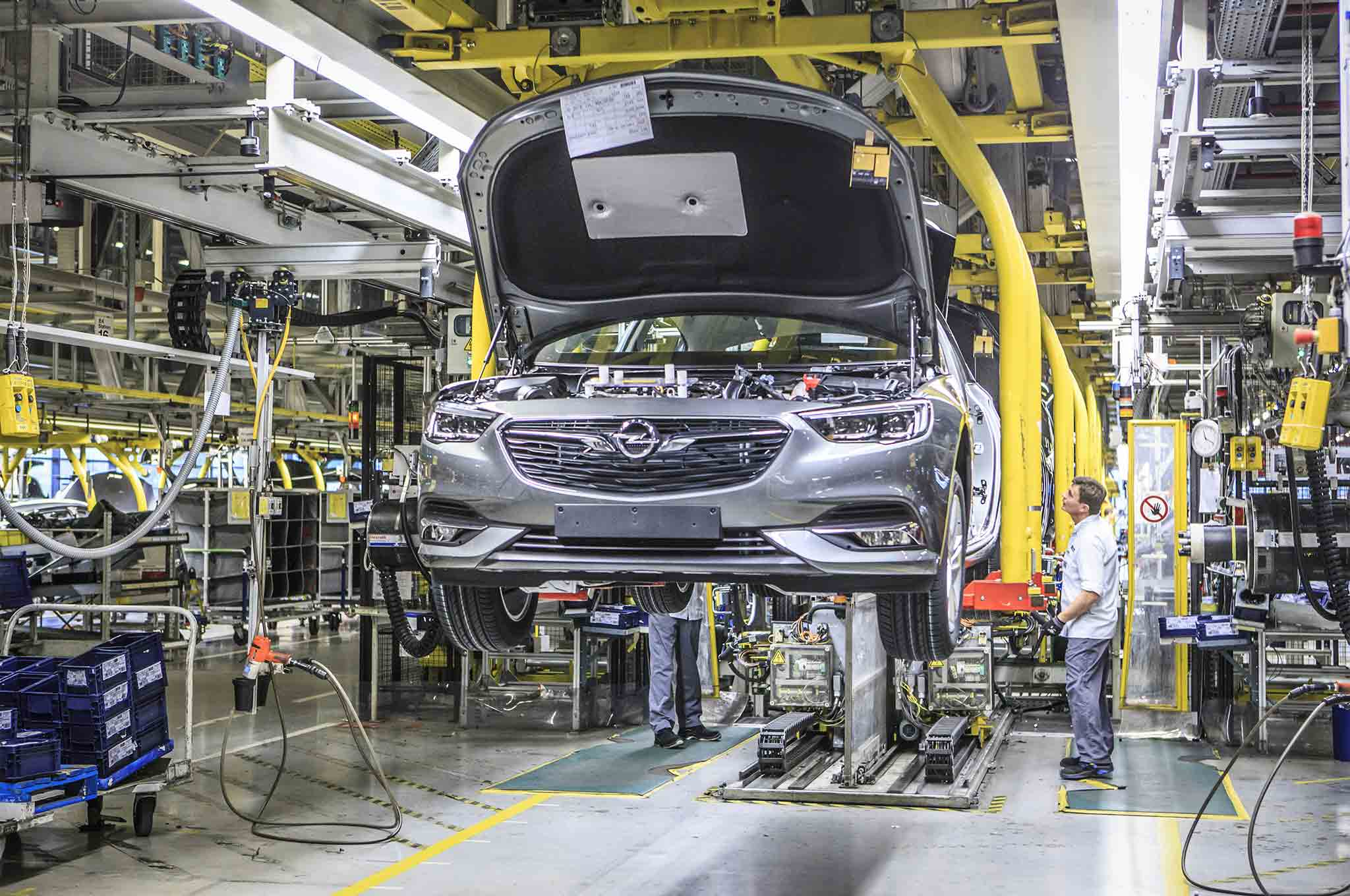 first opel insignia flagship rolls off assembly line automobile magazine. Black Bedroom Furniture Sets. Home Design Ideas