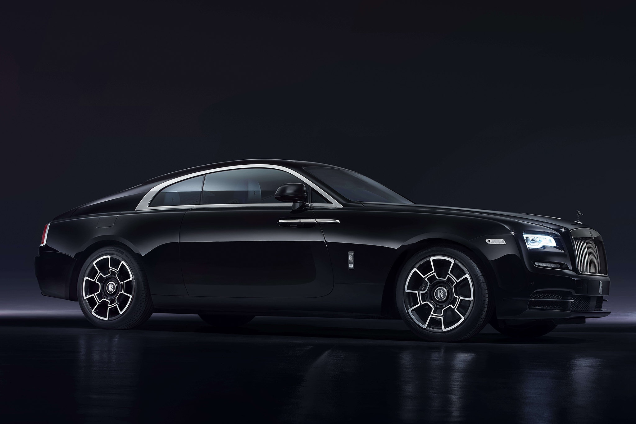 rolls royce ghost extended wheelbase elegance set to shine at geneva motor show automobile. Black Bedroom Furniture Sets. Home Design Ideas
