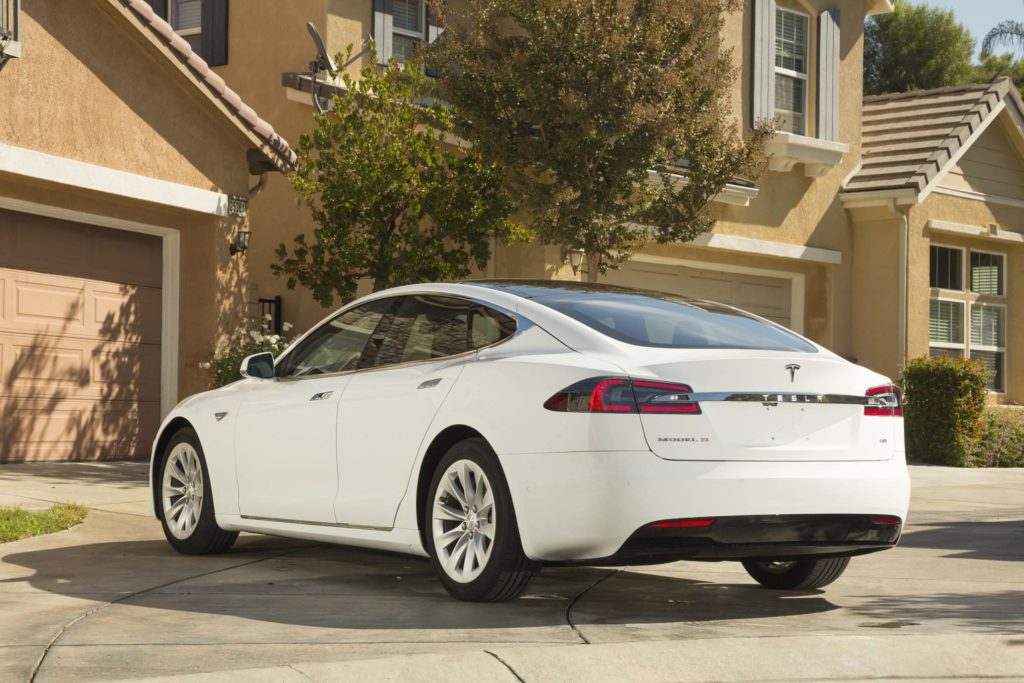 2016-Tesla-Model-S-60-rear-three-quarter