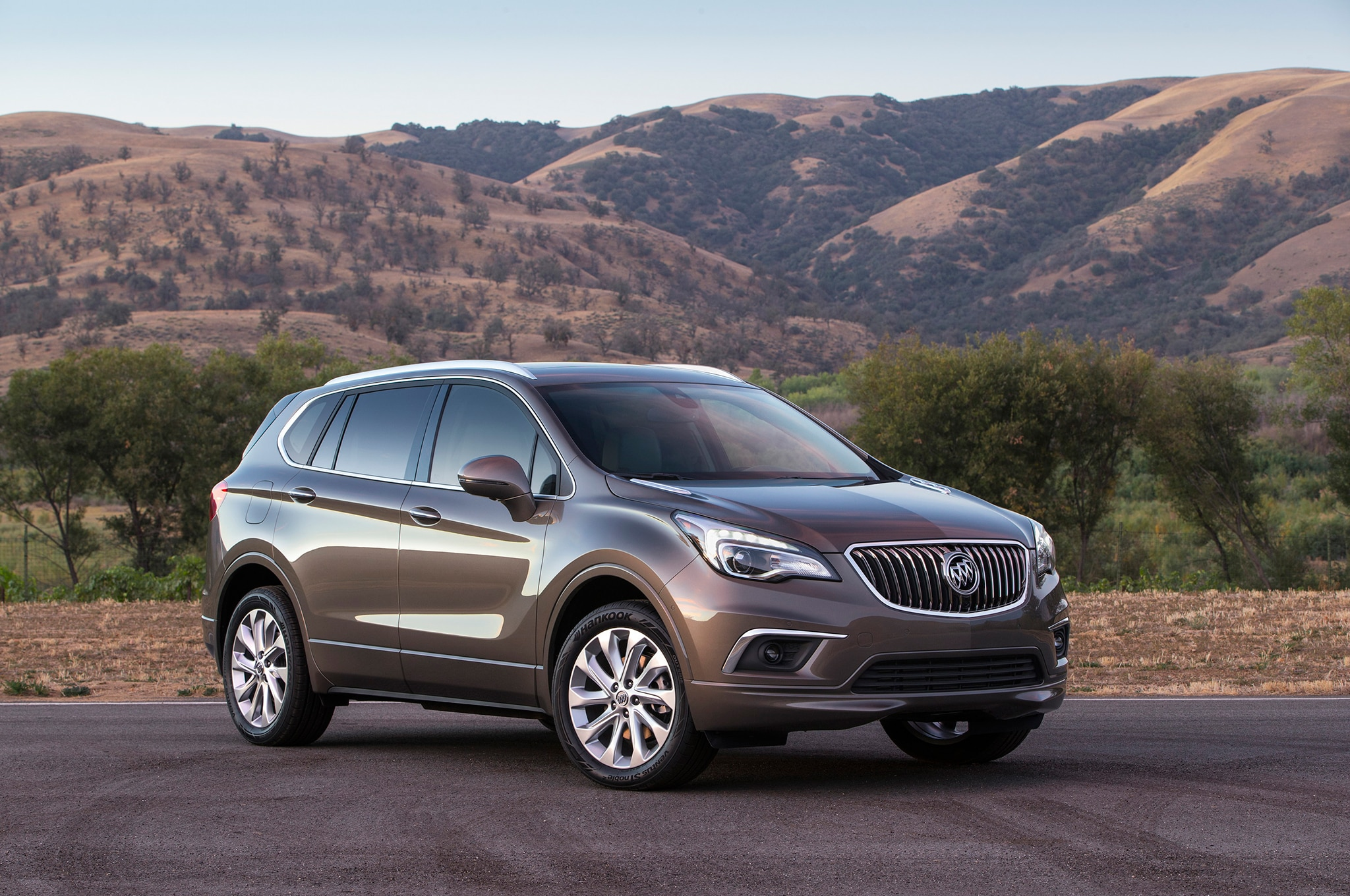 2017-Buick-Envision-front-three-quarters-2
