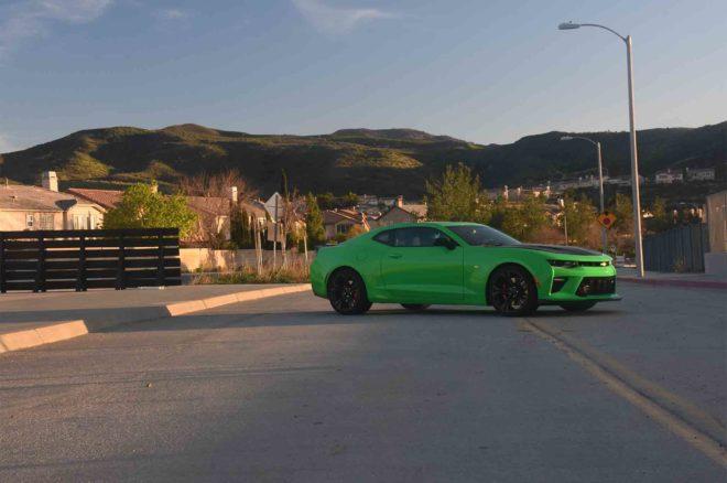 2017 Chevrolet Camaro SS 1LE front three quarter 03