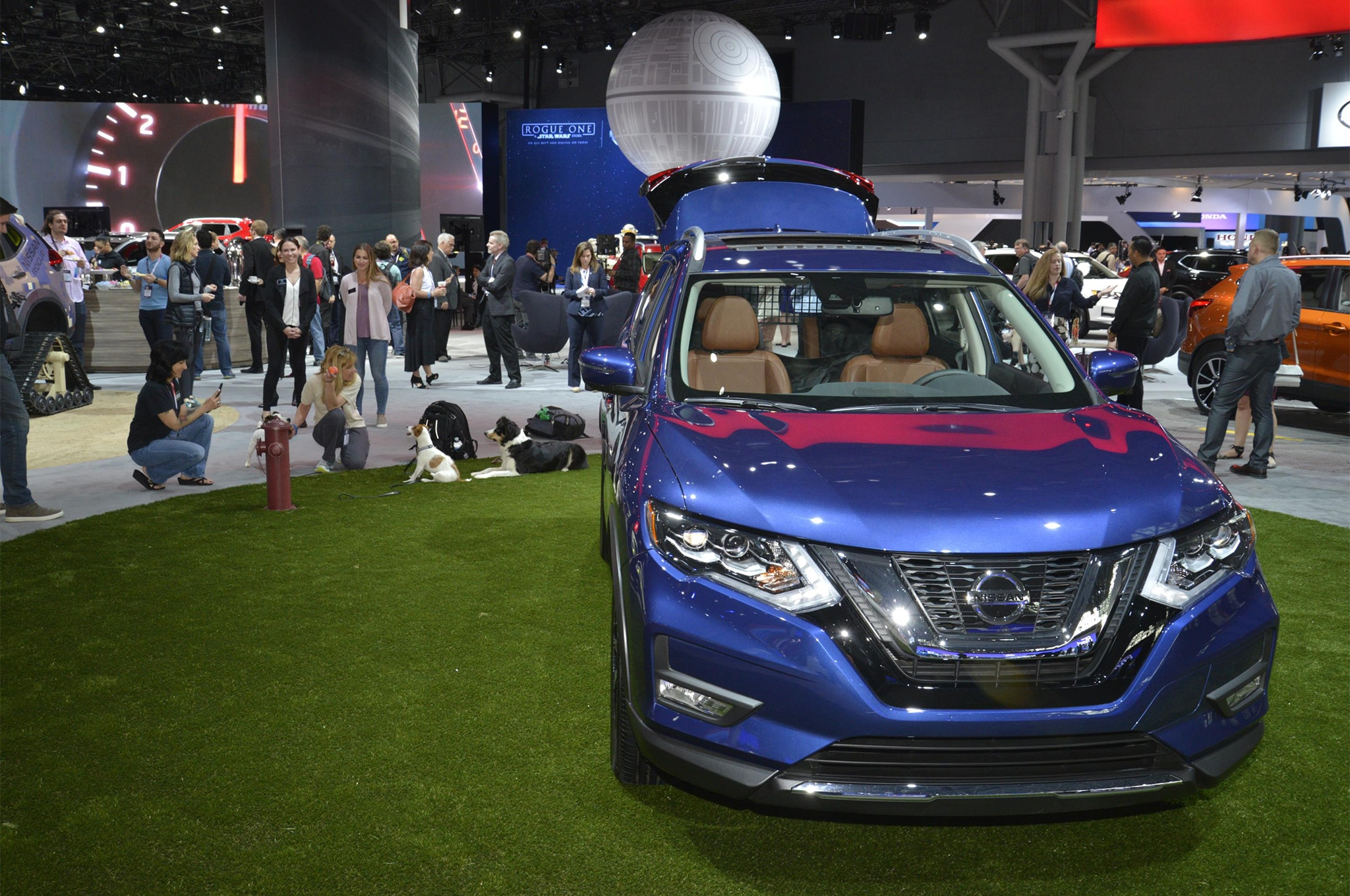 2017 Nissan Rogue Dogue Project Vehicle Front View