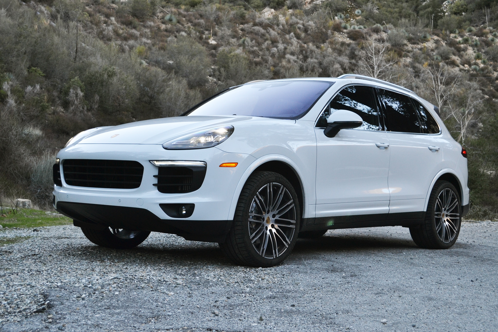 2017 Porsche Cayenne S Front Three Quarters 4