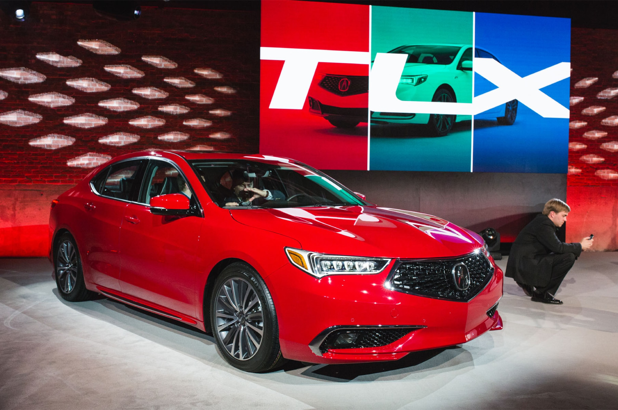 2018 Acura TLX Front Three Quarter 01