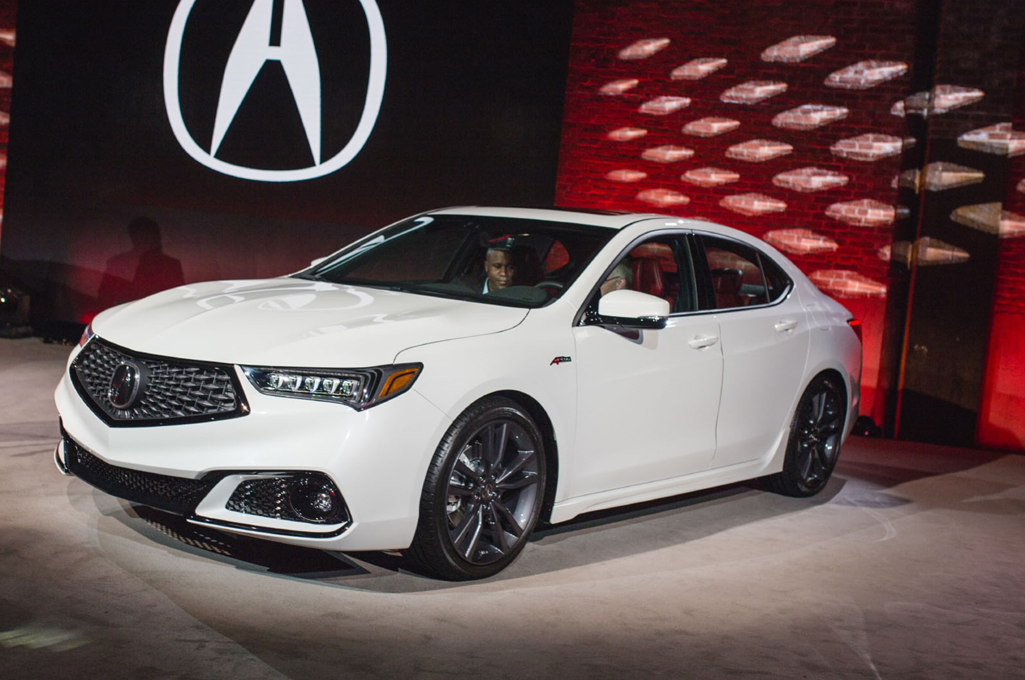2018 acura tlx gets a midlife refresh and brings back the. Black Bedroom Furniture Sets. Home Design Ideas