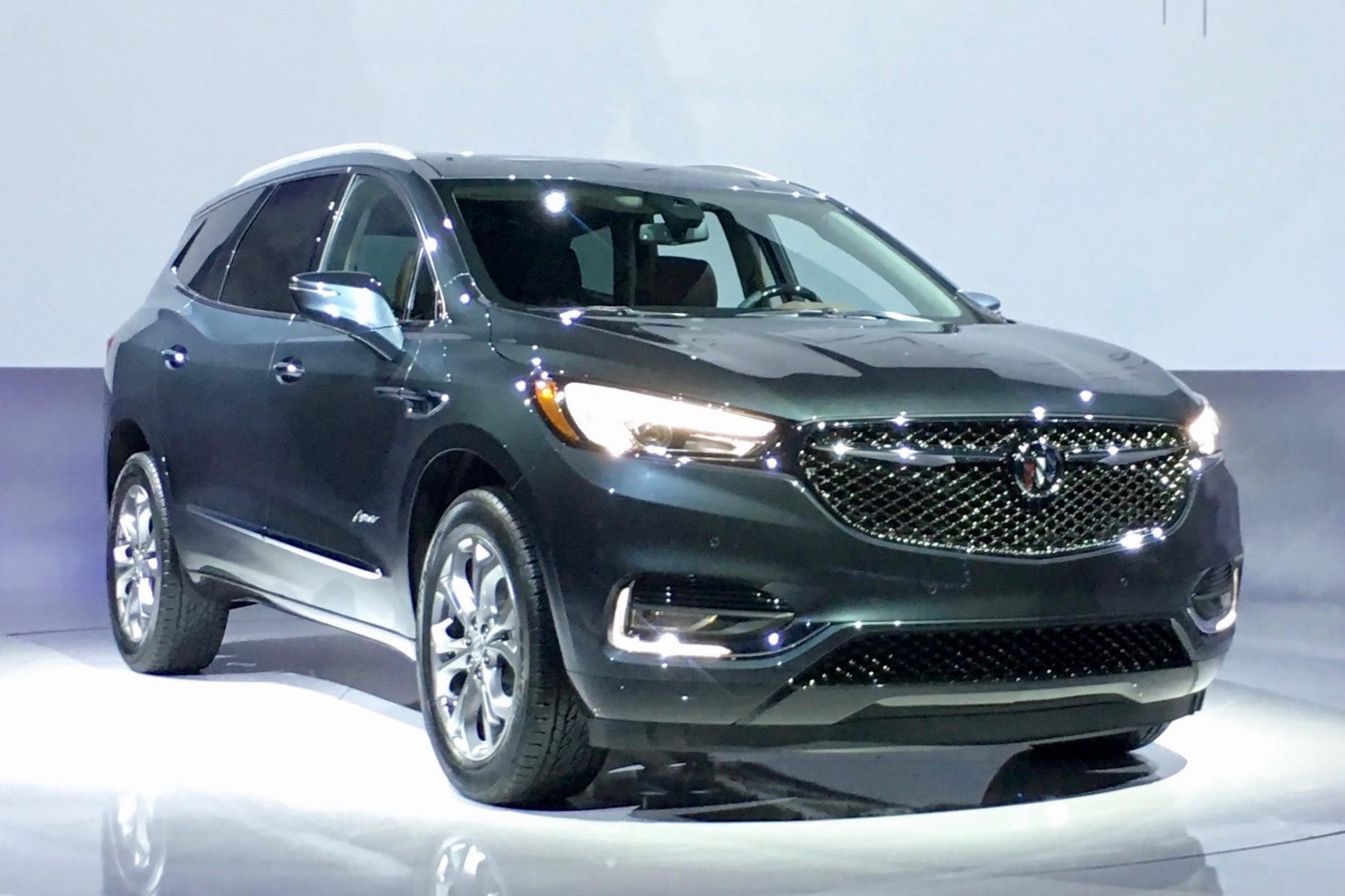 2018 buick enclave avenir aims to elevate the brand. Black Bedroom Furniture Sets. Home Design Ideas