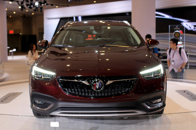 2018 Buick Regal front view 01