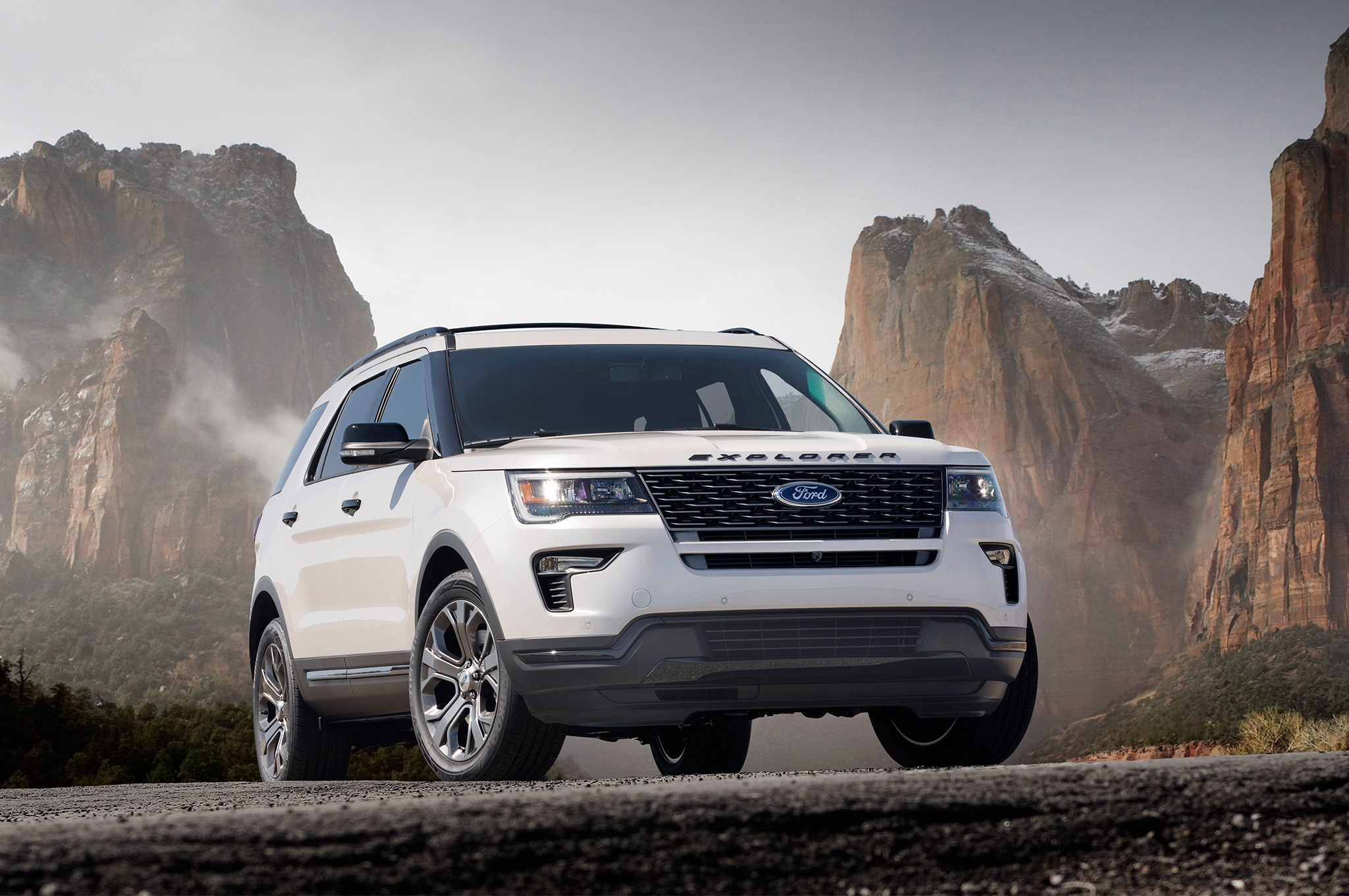 slightly updated 2018 ford explorer arrives with new tech automobile magazine. Black Bedroom Furniture Sets. Home Design Ideas