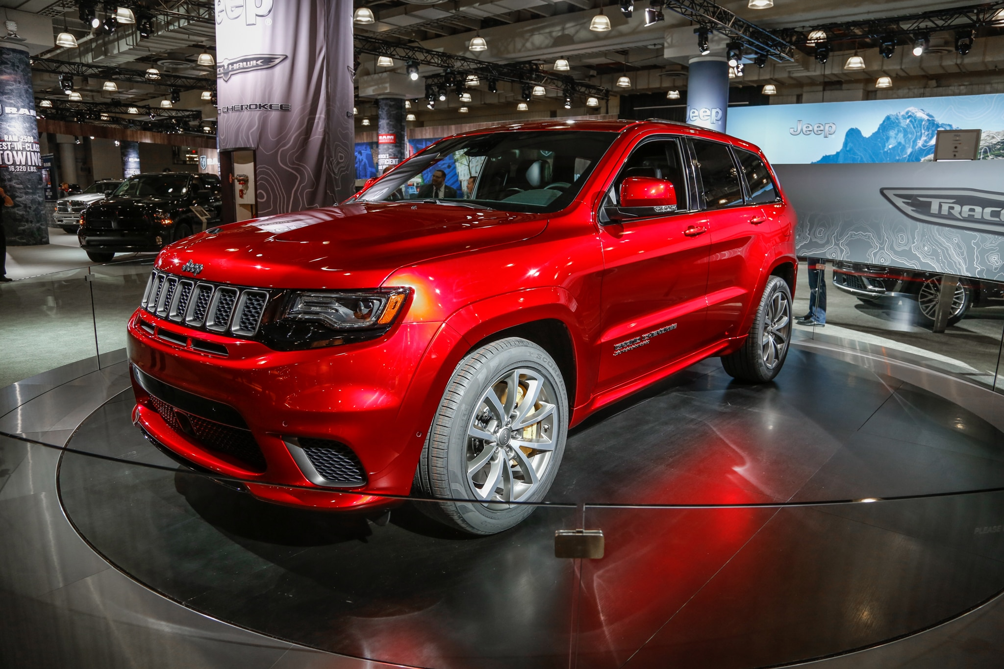 2018 Jeep Grand Cherokee Trackhawk Front Three Quarter 01