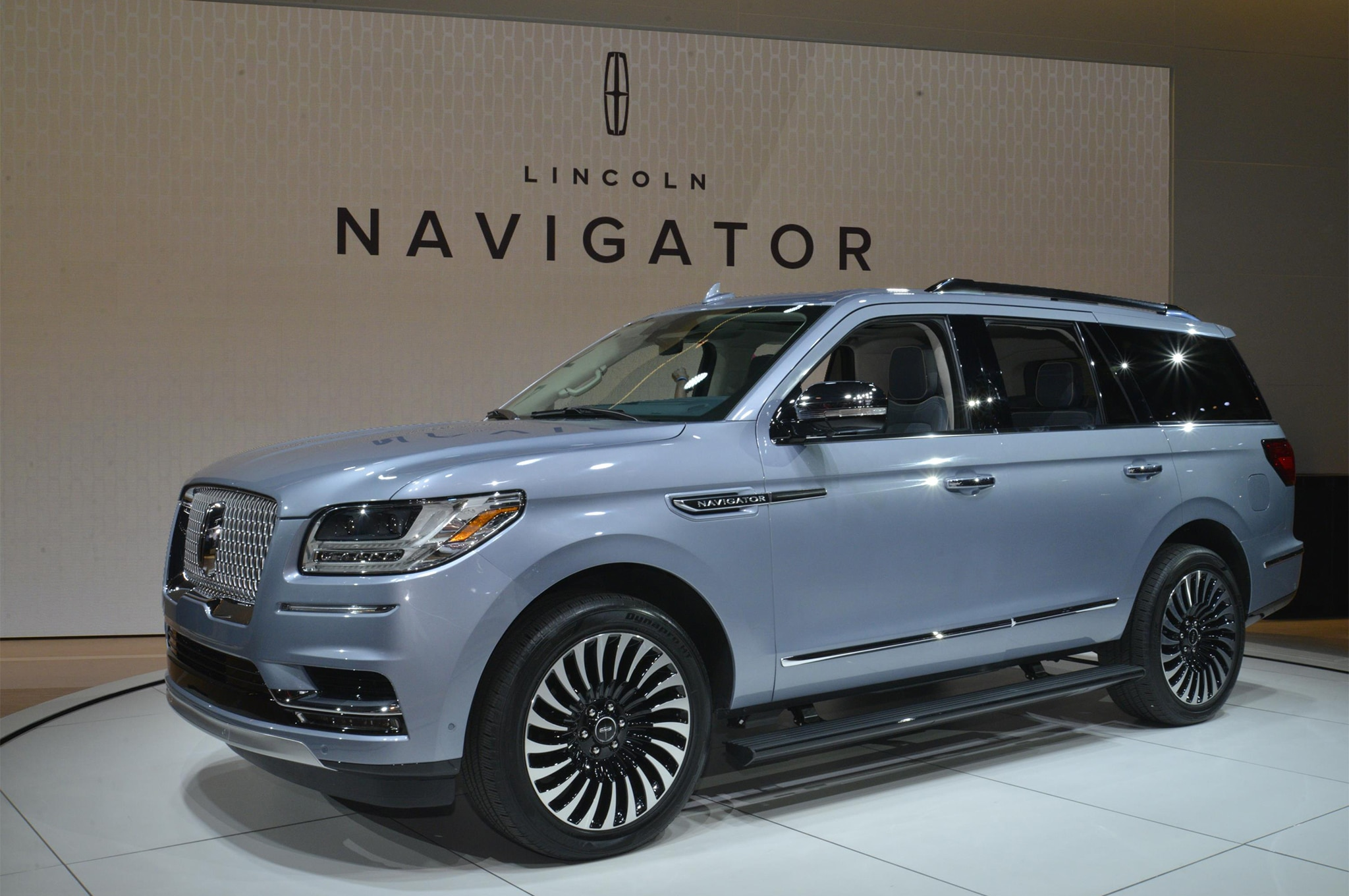 2018 Lincoln Navigator Black Label is a Huge, Three-Row ...