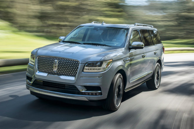 2018 Lincoln Navigator front three quarters