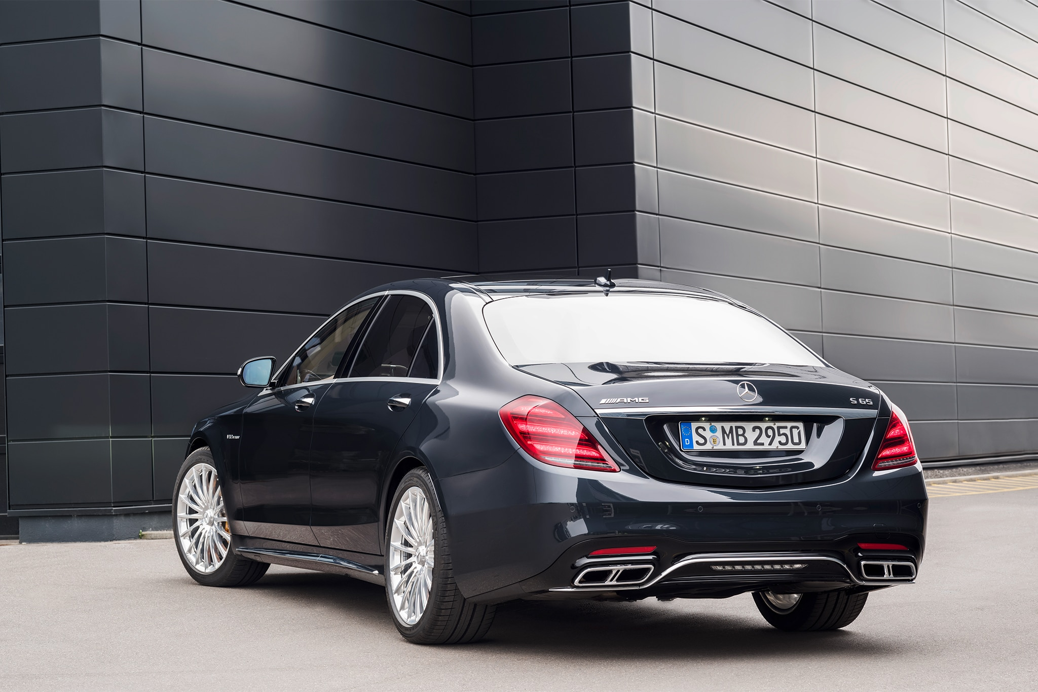 Updated 2018 mercedes benz s class sedan bows at the for Mercedes benz s65 amg
