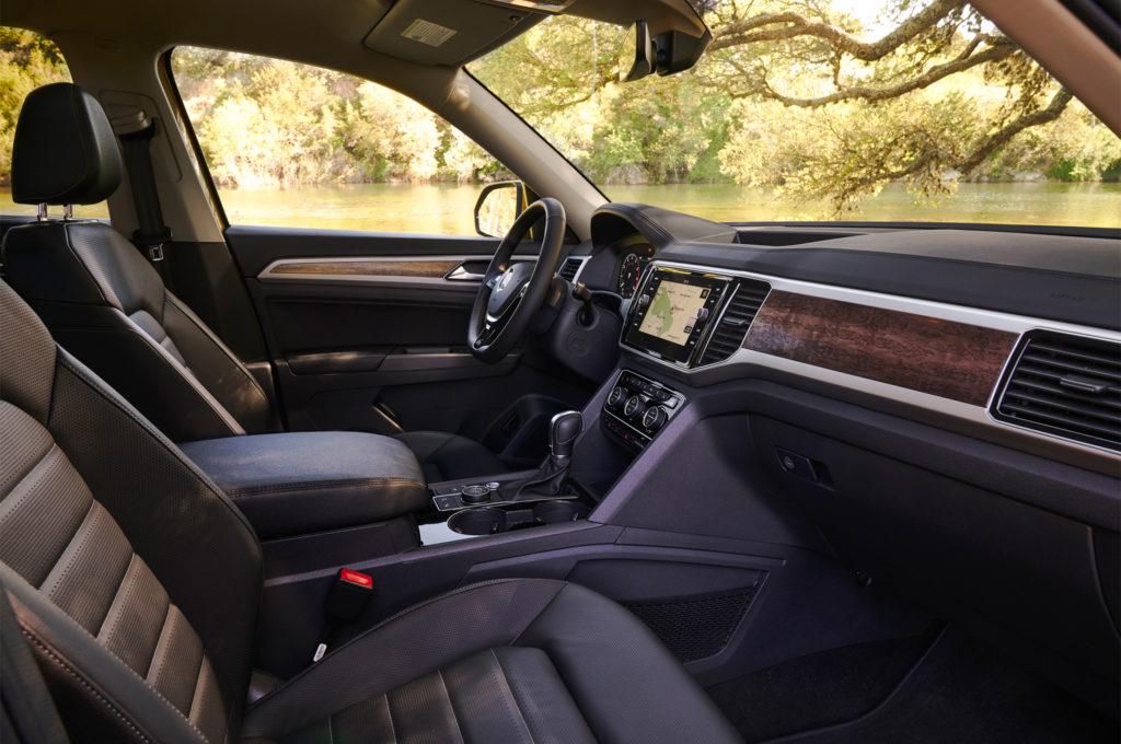 2018-Volkswagen-Atlas-cabin-03-6