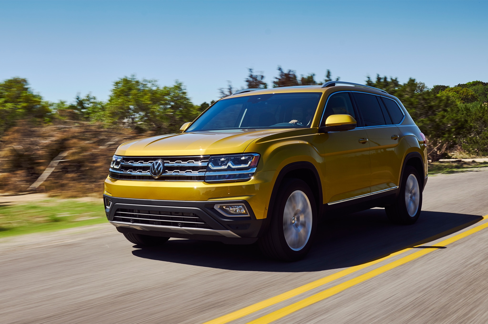2018 Volkswagen Atlas Front Three Quarter In Motion 07 7