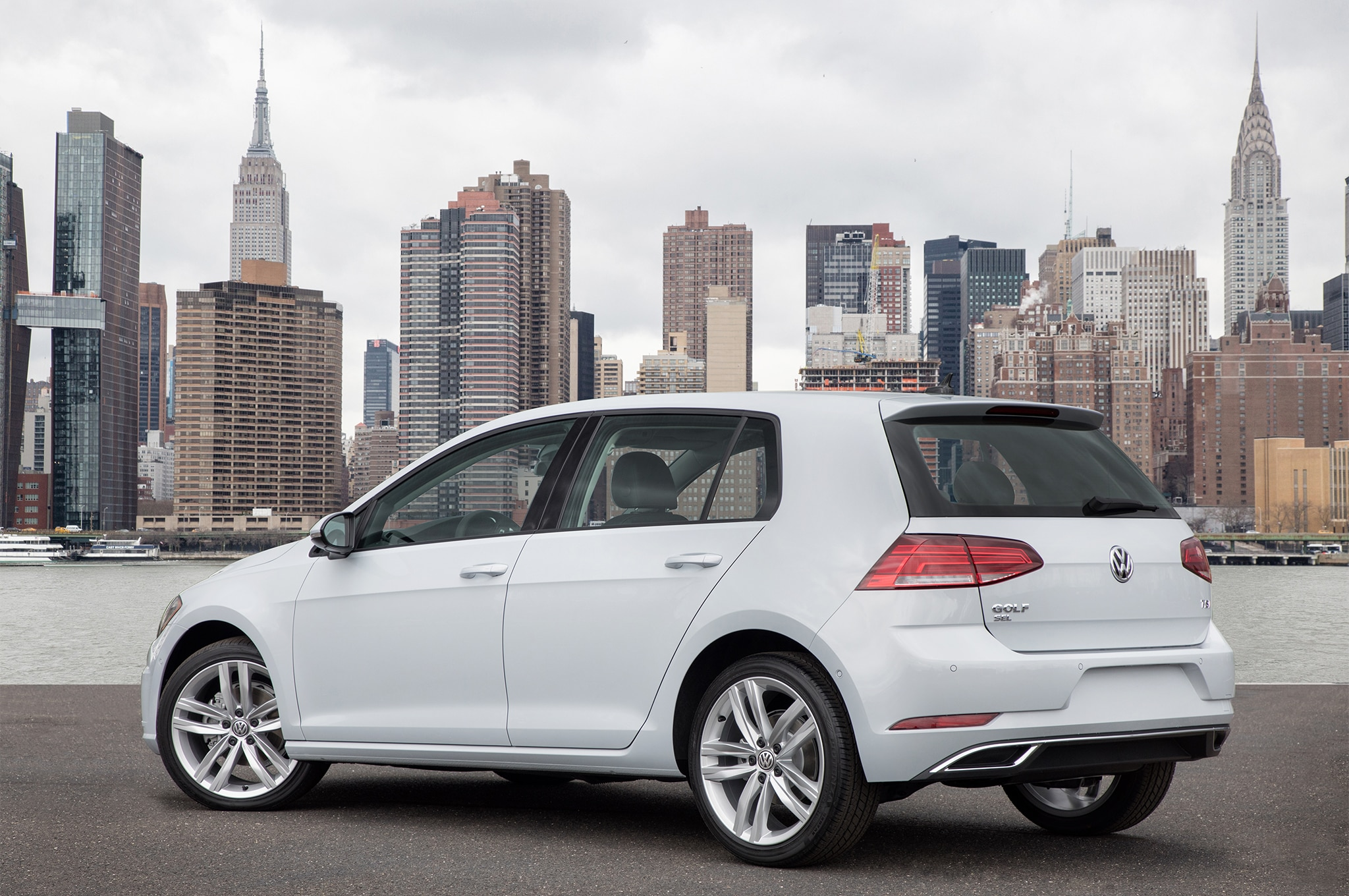 2018-Volkswagen-Golf-rear-three-quarter-1