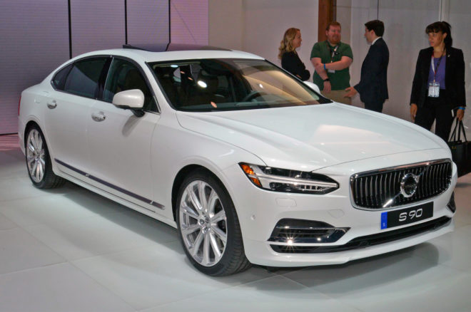 2018 Volvo S90 Front Three Quarter 660x438