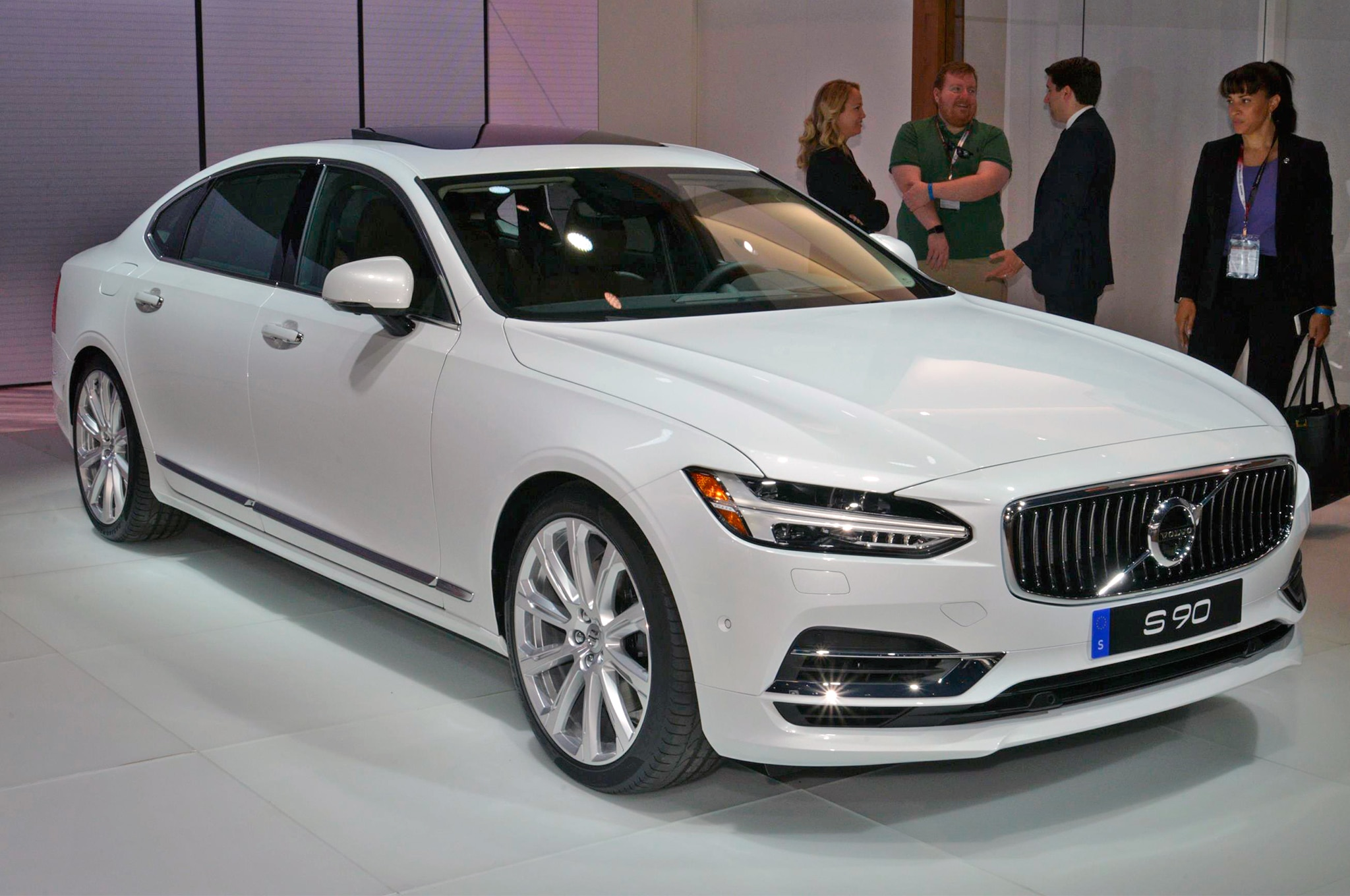 2018 Volvo S90 Grows By 4 5 Inches Adds Upgraded Rear
